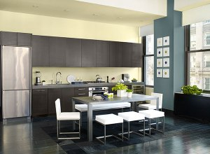 IA_int_yellow_kitchen_02_600x440